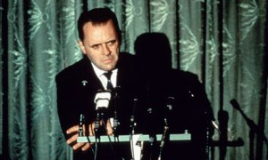Anthony-Hopkins-as-Nixon-007